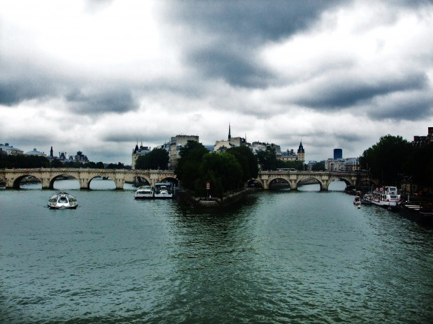 kinky Paris: down by the river